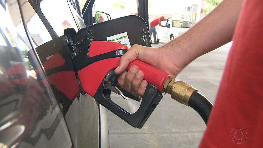 apos-bater-r-420-por-litro-preco-medio-da-gasolina-termina-a-semana-em-queda-diz-anp