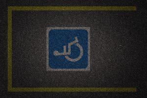 comissao-aprova-multa-multiplicada-por-cinco-para-quem-estacionar-em-vaga-de-idoso-ou-deficiente