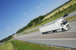 Transporte-de-cargas-300x199-min