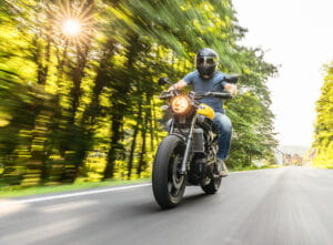 luz_motocicleta-300x221-min